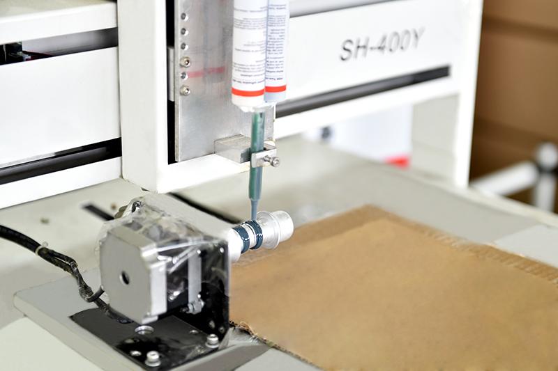 铝压铸件-点胶机特写
