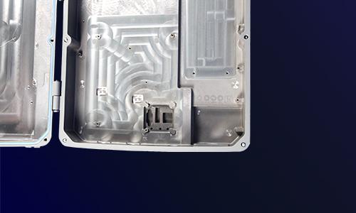 铝压铸机箱精加工内面