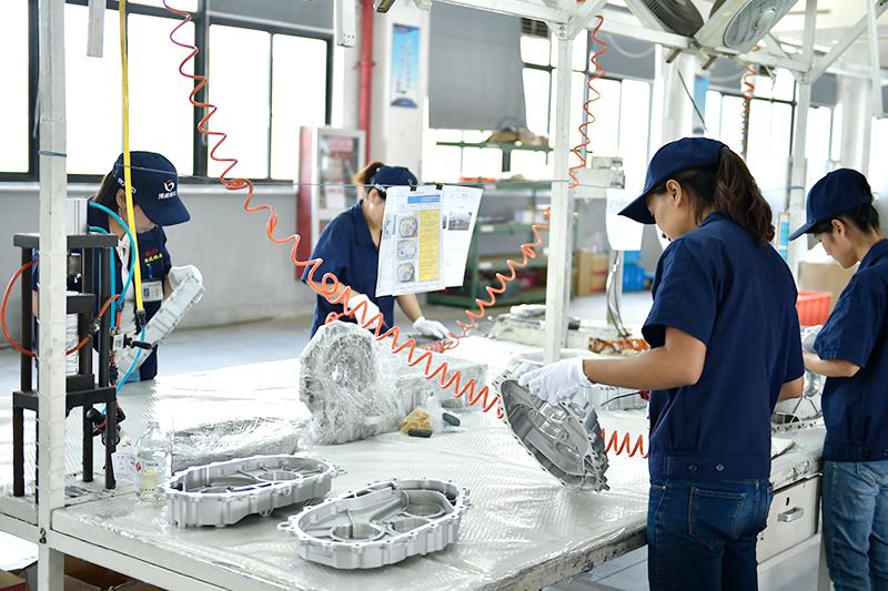 铝压铸件加工厂-新能源汽配一线
