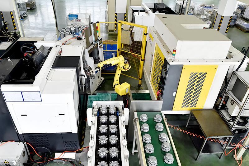 自动化工业机器人-四轴机器人加工生产线